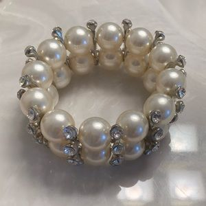 Jewelry - Pearl with crystals bracelet